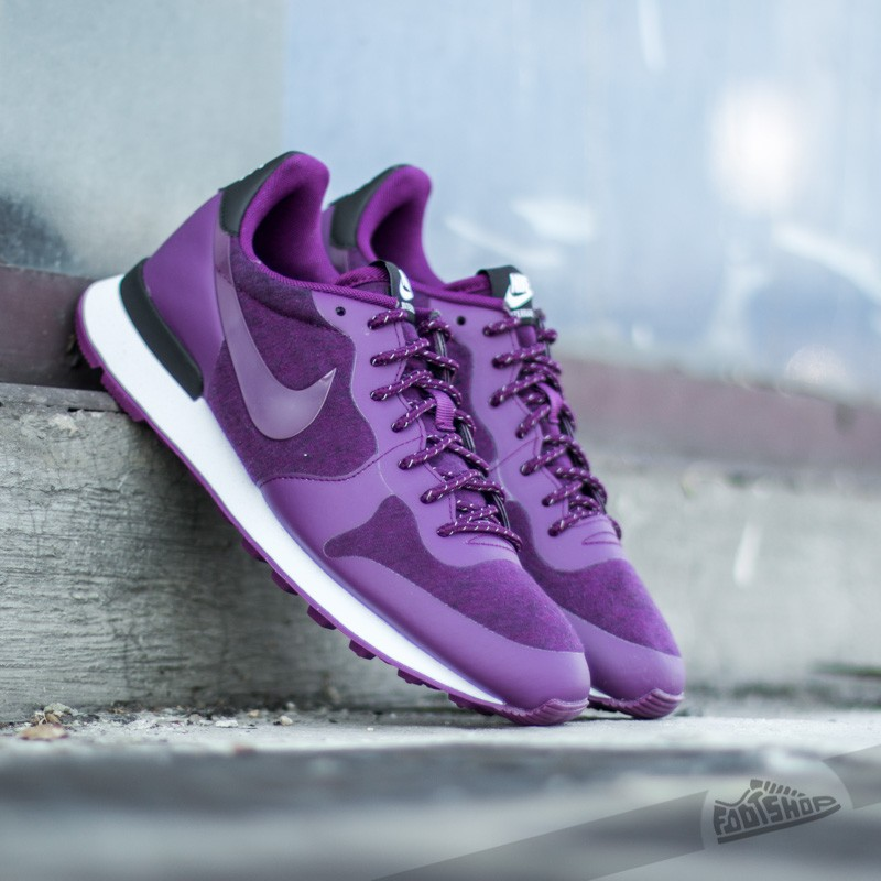 W Nike Internationalist Tech Pack Mulberry/ Mulberry- Black- White
