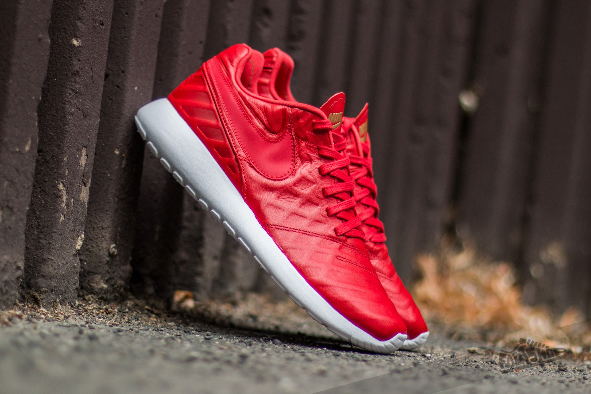 Nike Roshe Tiempo VI QS University Red/ University Red-Metallic Gold