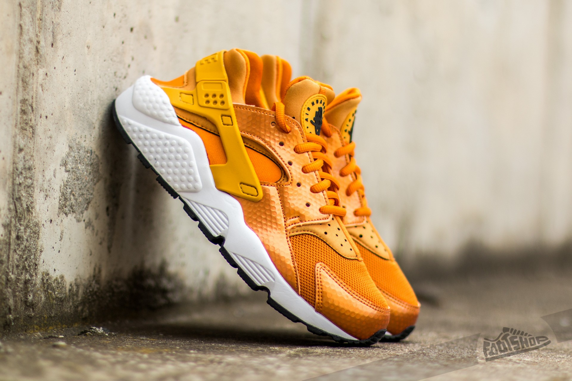 Nike Wmns Air Huarache Run Sunset/ Gold Dart-White-Black