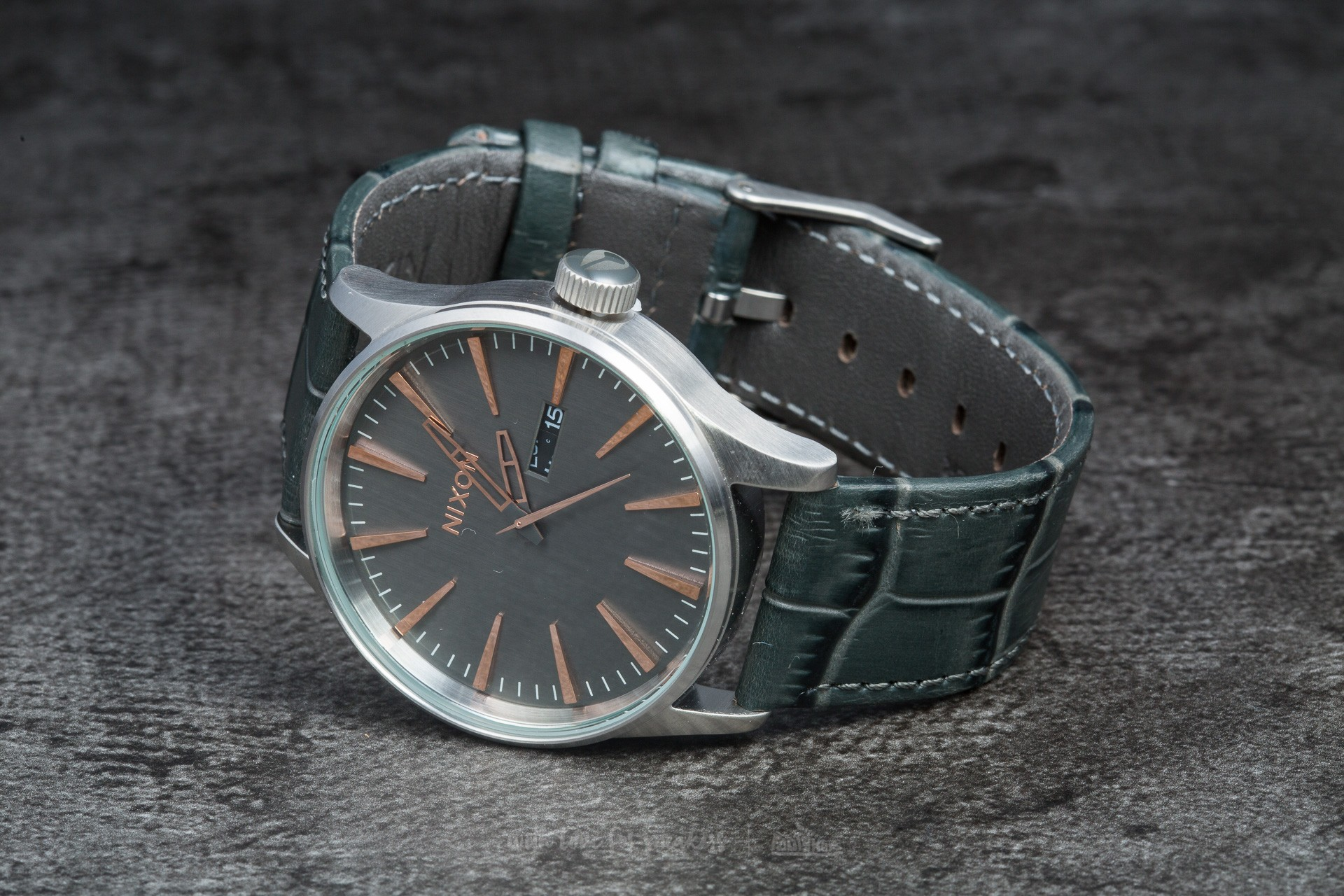 Nixon Sentry Leather Gray Gator