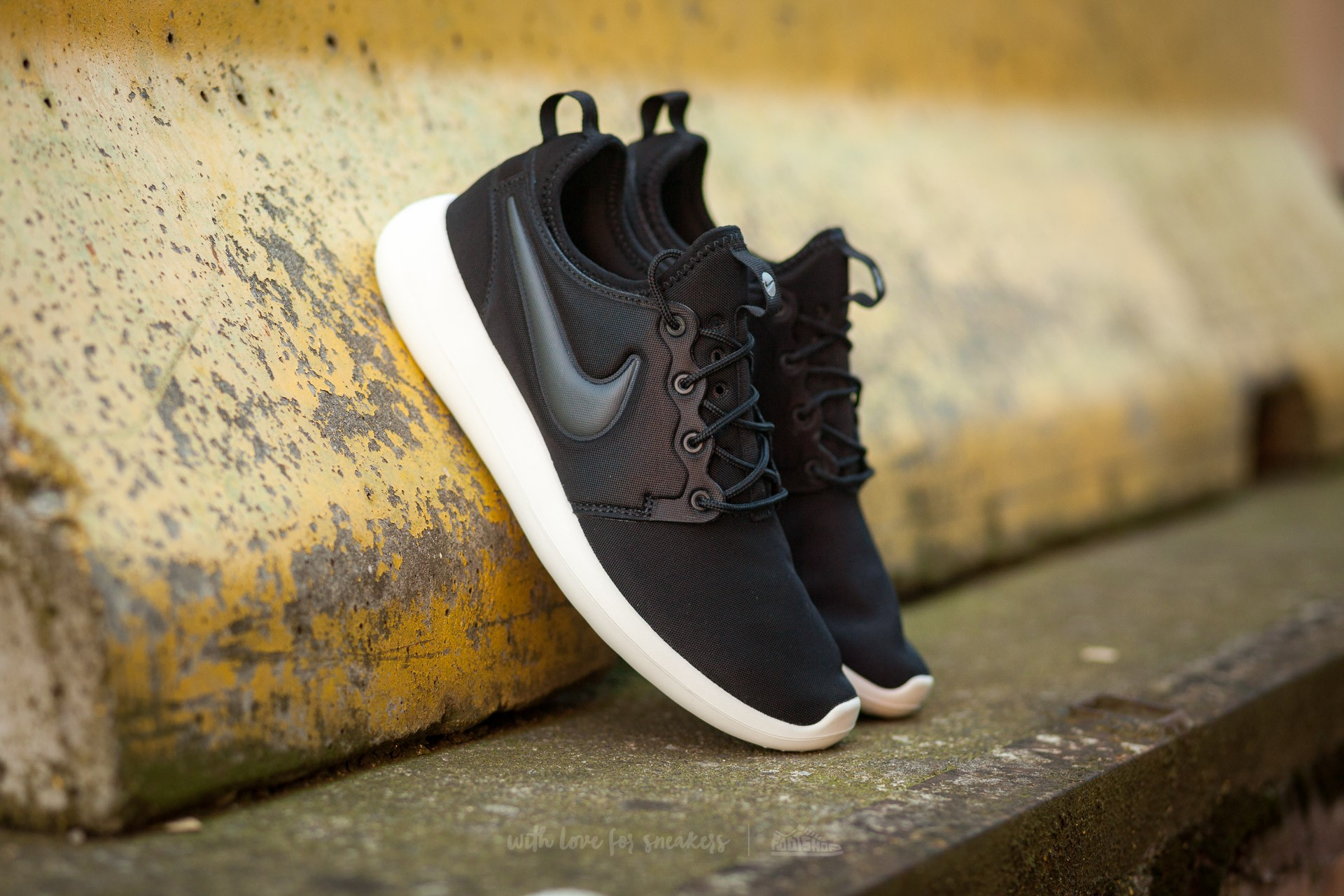 Nike W Roshe Two Black/ Anthracite-Sail-Volt Footshop – FR