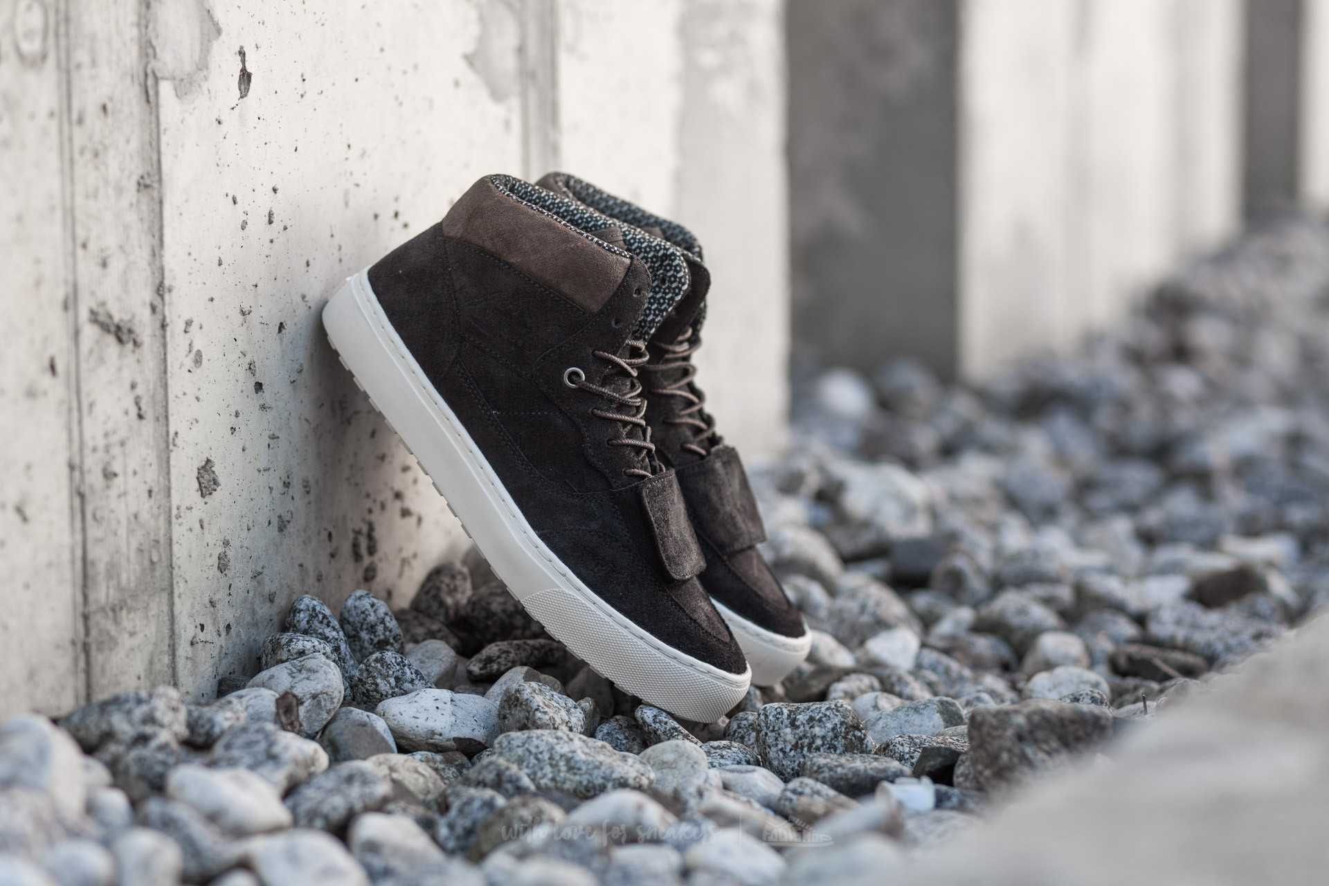 Vans Mountain Edition (Waxed Suede) Black