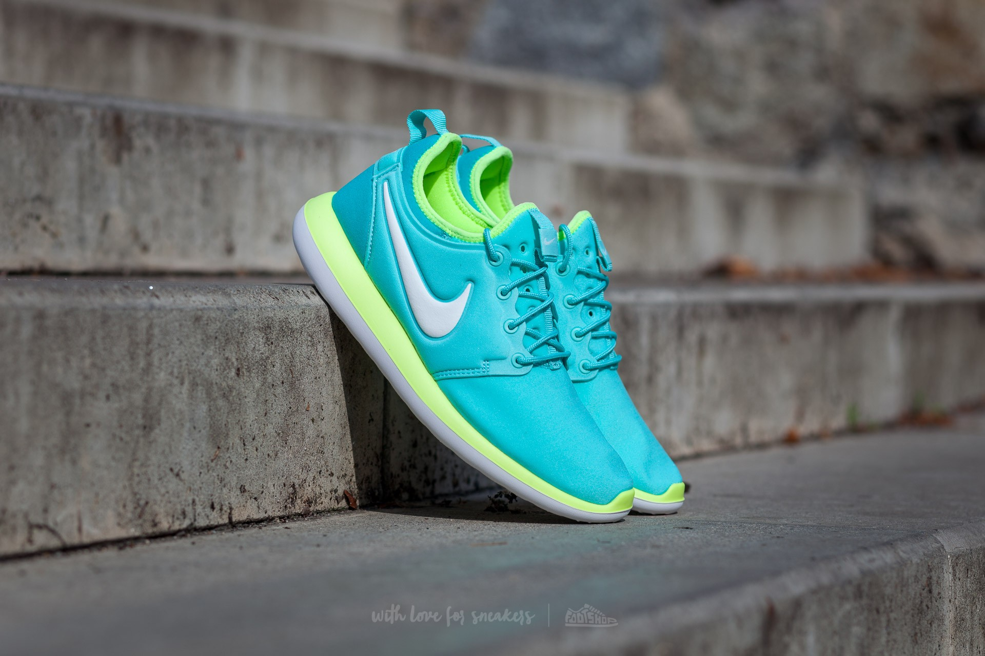 Nike Roshe Two (GS) Hyper Turquoise/ Metallic Summit White-Volt Footshop – FR