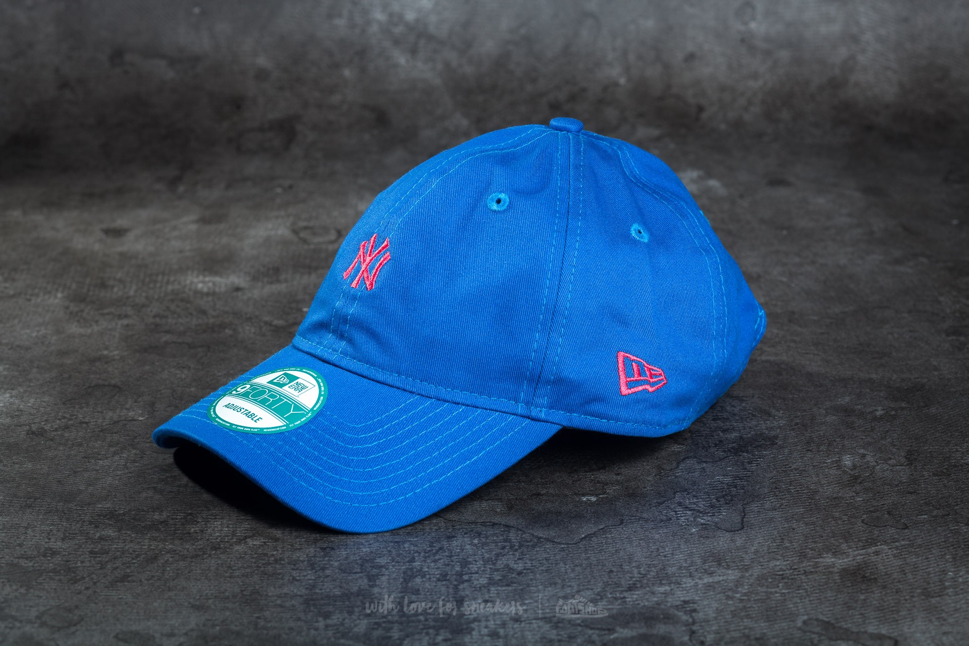 New Era Essential 9Forty Adjustable New York Yankees Cap Blue/ Pink