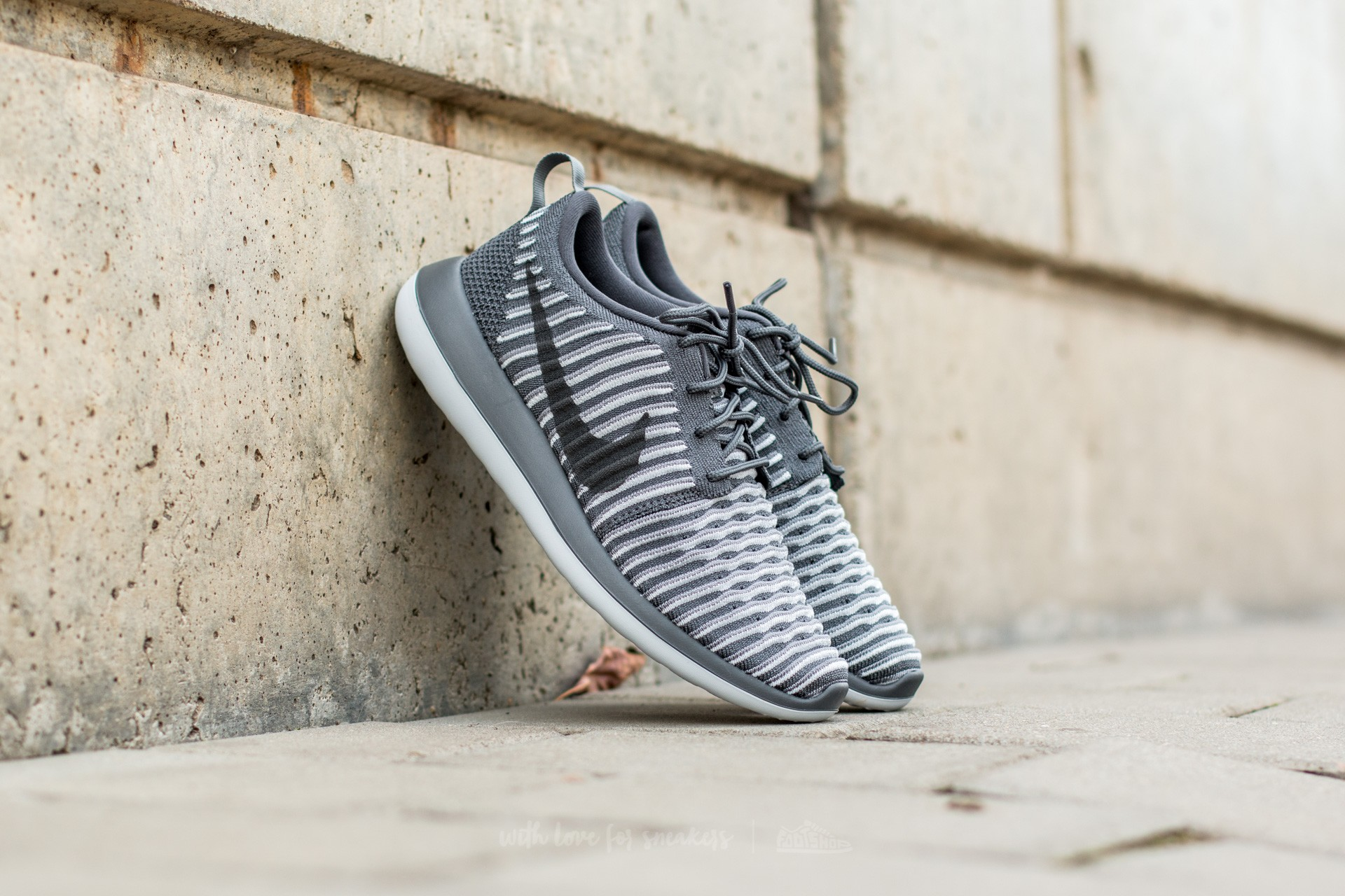 Nike W Roshe Two Flyknit Dark Grey/ Dark Grey-Pure Platinum