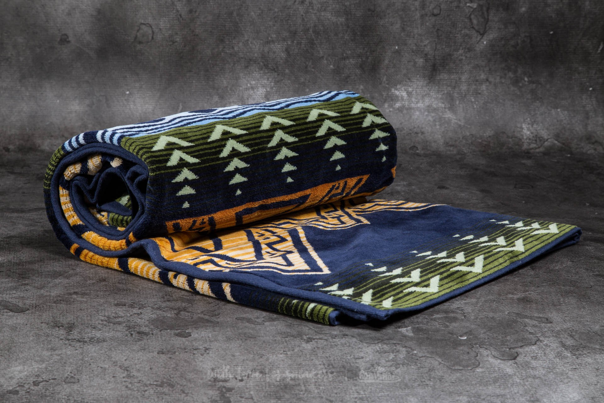 Pendleton Oversized Jacquard Towel Midnight American Treasures Footshop – FR