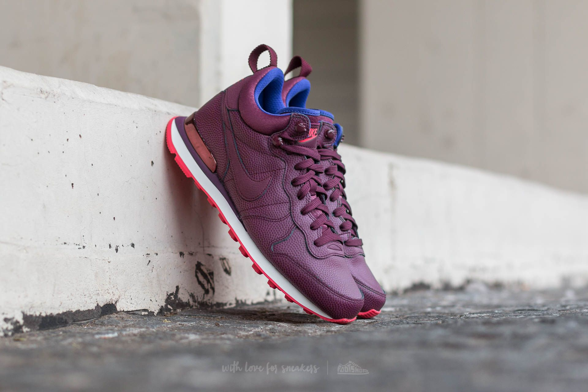 Nike W Internationalist Mid Leather Night Maroon/ Night Maroon-Ember