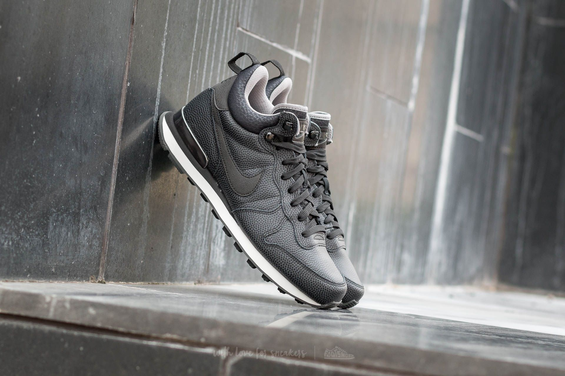 Nike W Internationalist Mid Leather Black/ Black-Deep Pewter-Dust Footshop – FR