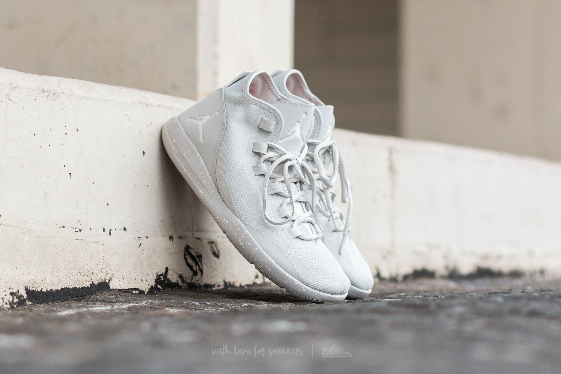 Jordan Reveal Light Bone/ Sail-Light Bone-Infrared