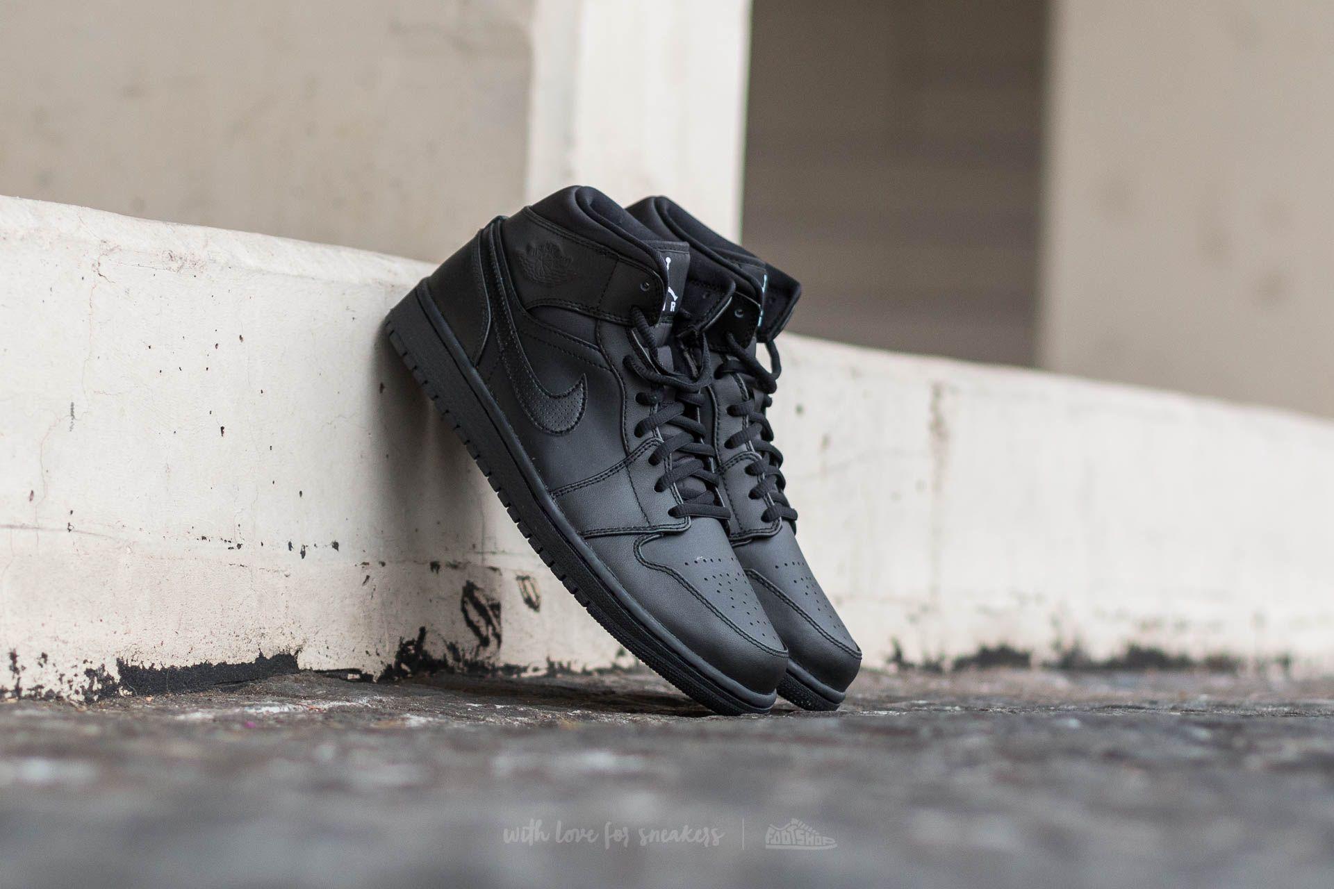 Air Jordan 1 MID Black / White