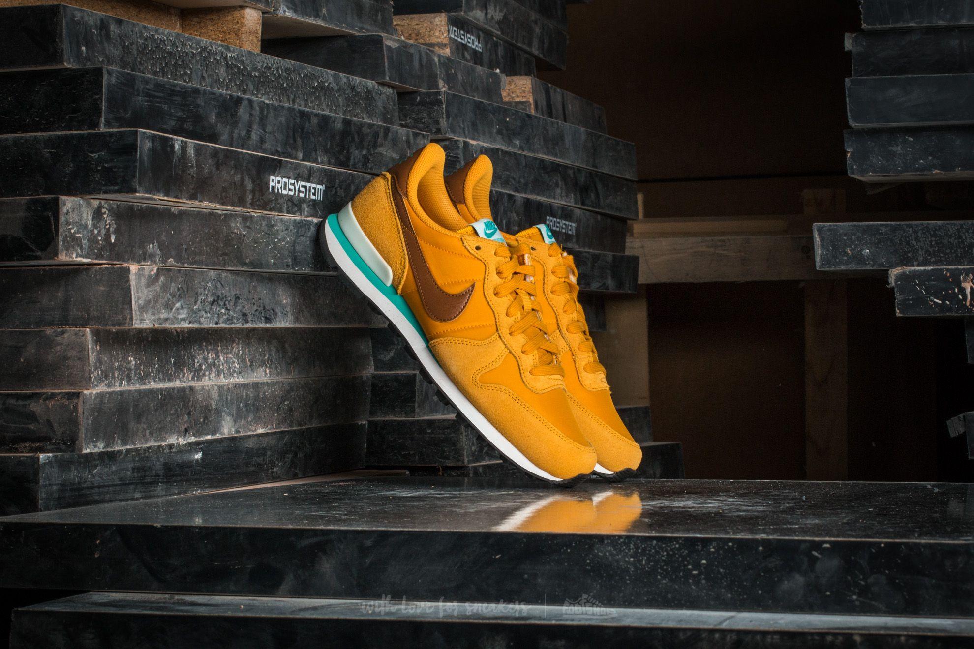 Nike Wmns Internationalist Gold Leaf/ Hazelnut-Barely Gree