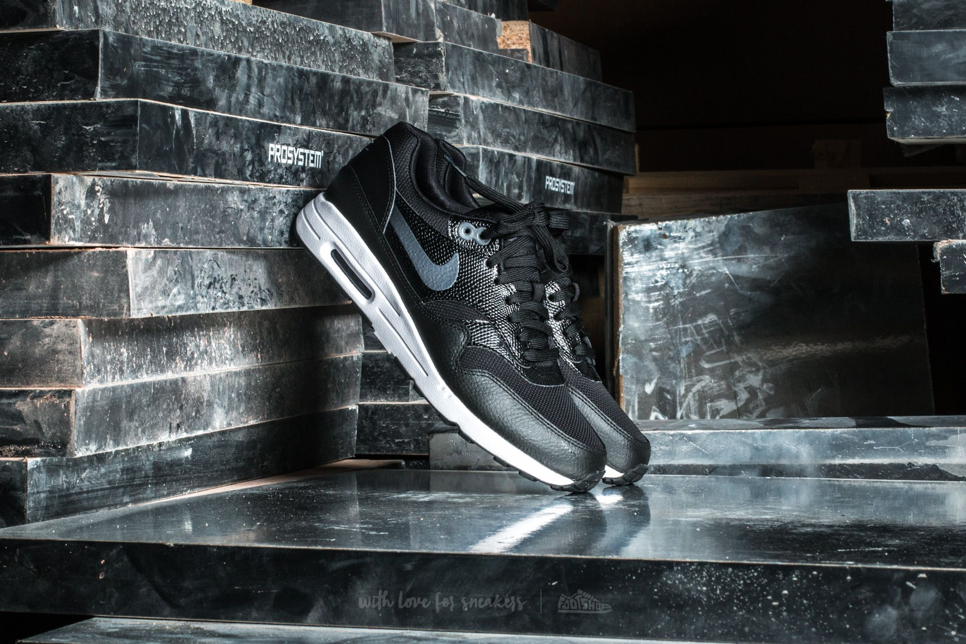 Nike W Air Max 1 Ultra 2.0 Black/ Metallic Hematite-Black