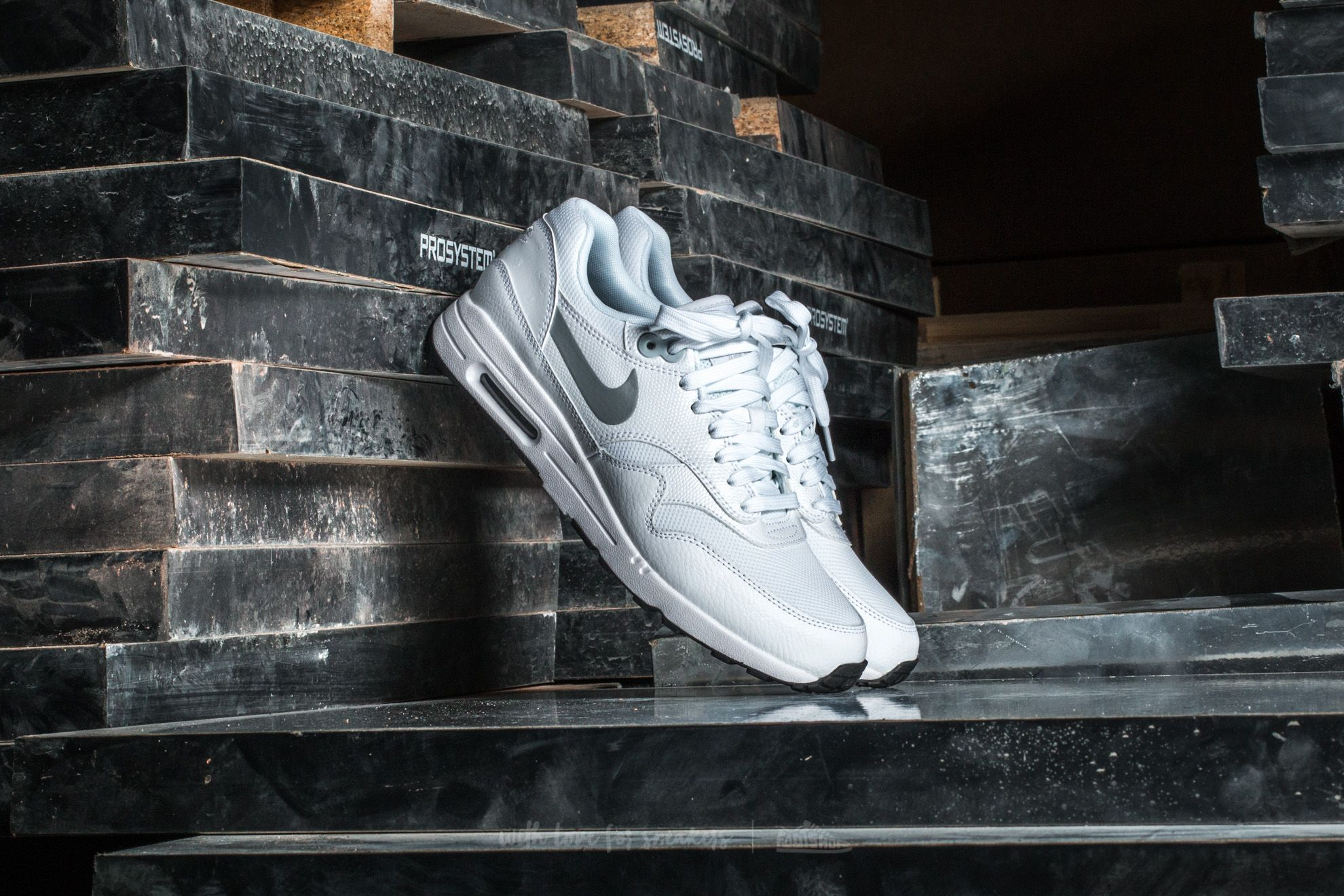 Nike W Air Max 1 Ultra 2.0 White/ Metallic Platinum-Black Footshop – FR