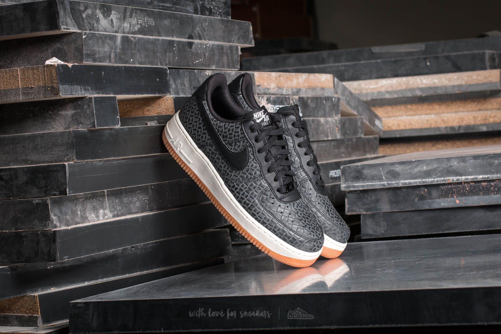 Nike Wmns Air Force 1 '07 Premium Black/ Black-Sail-Gum Med Brown