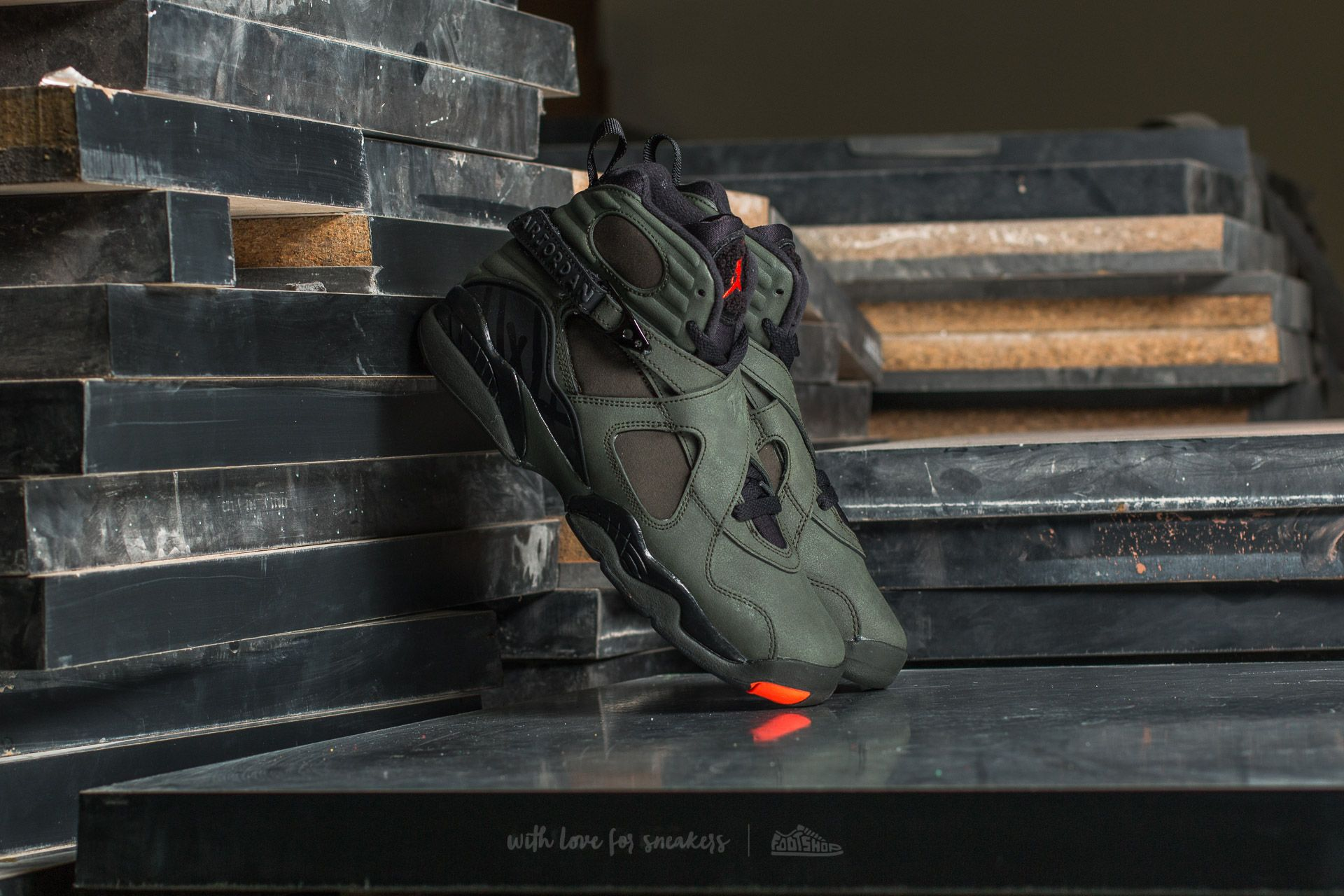 Air Jordan 8 Retro BG Sequoia/ Max Orange-Black