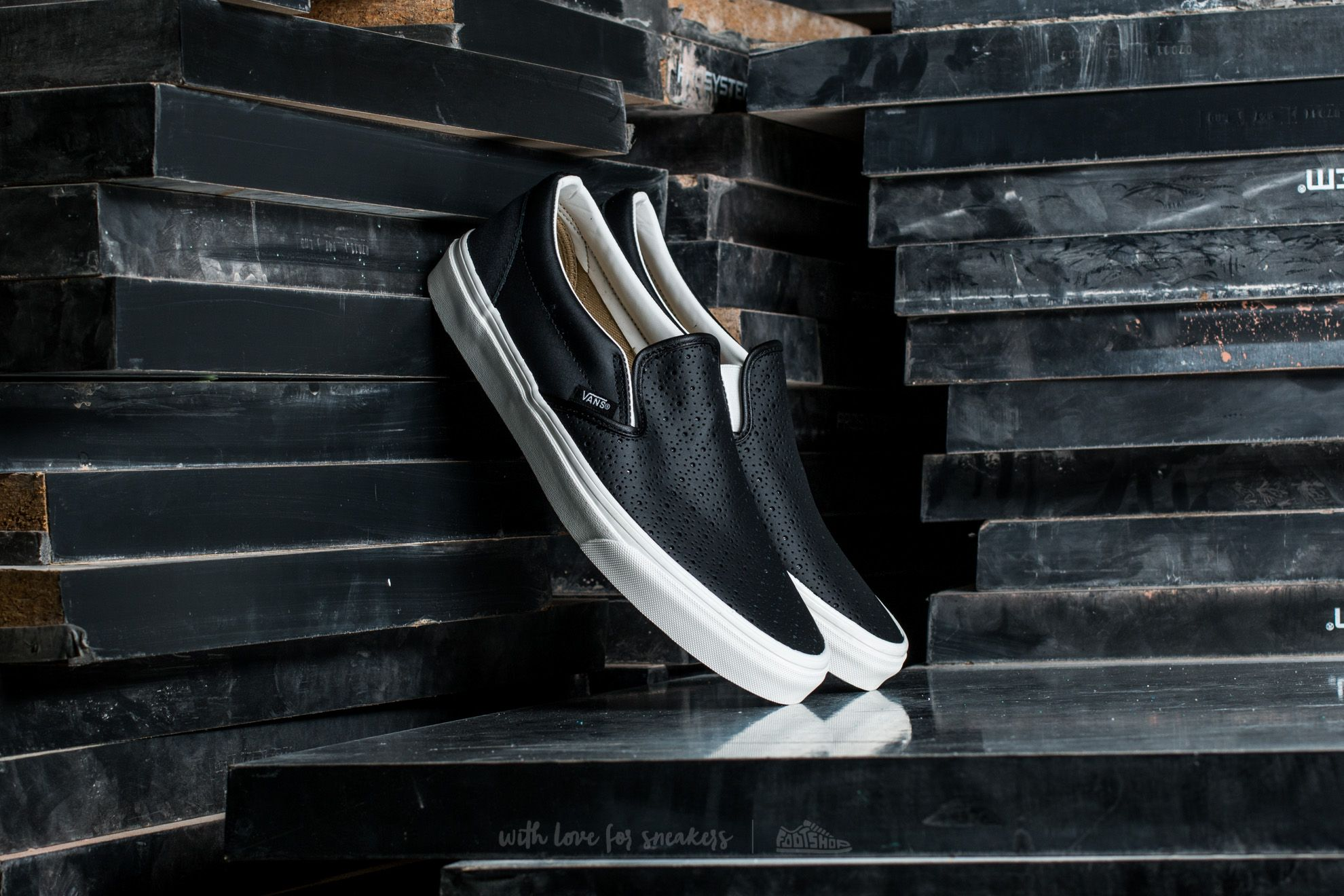 Vans  Classic Slip-On (Leather Perf) Black Footshop – FR