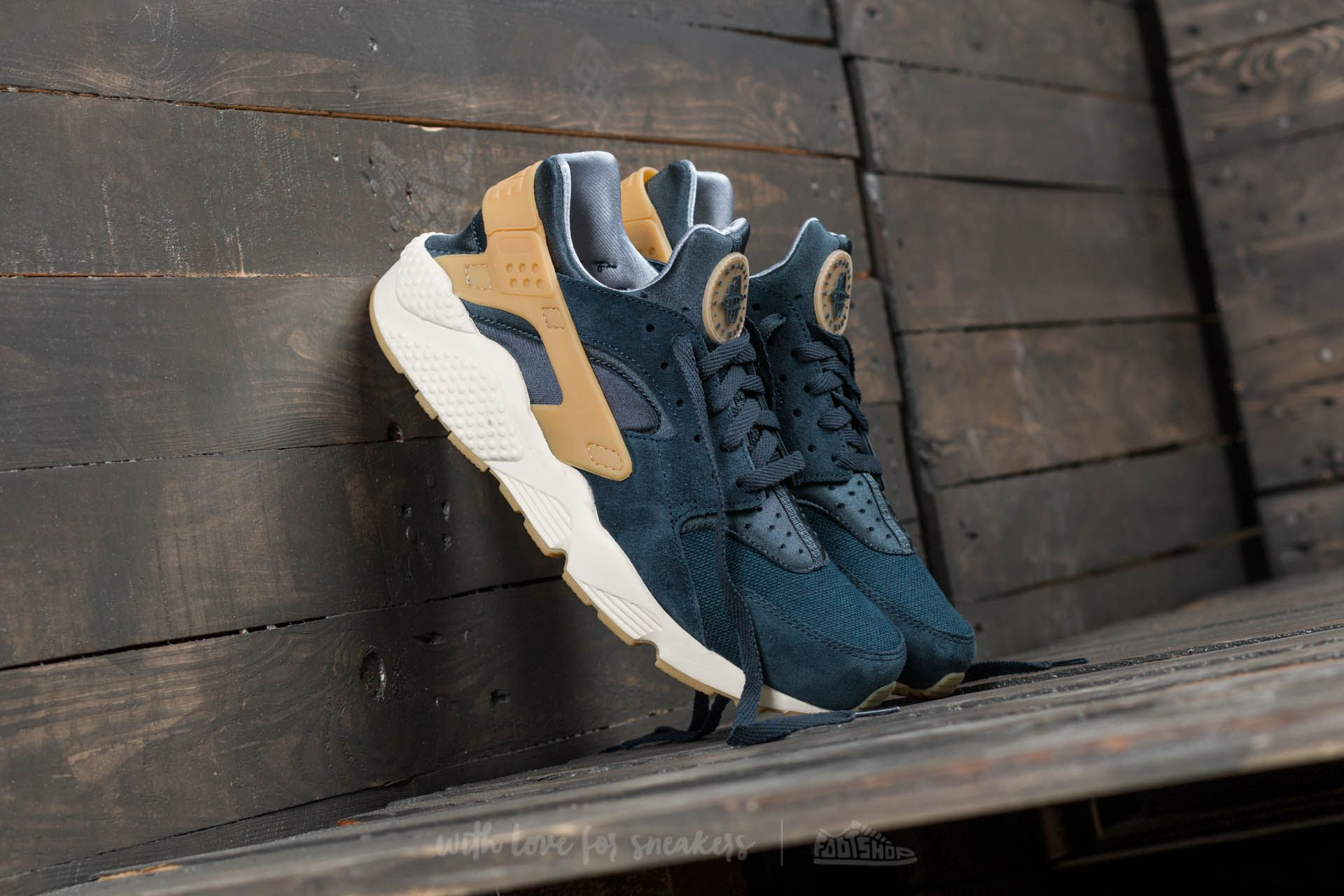 Nike Air Huarache Run SE Armory Navy/ Gum Yellow Footshop – FR