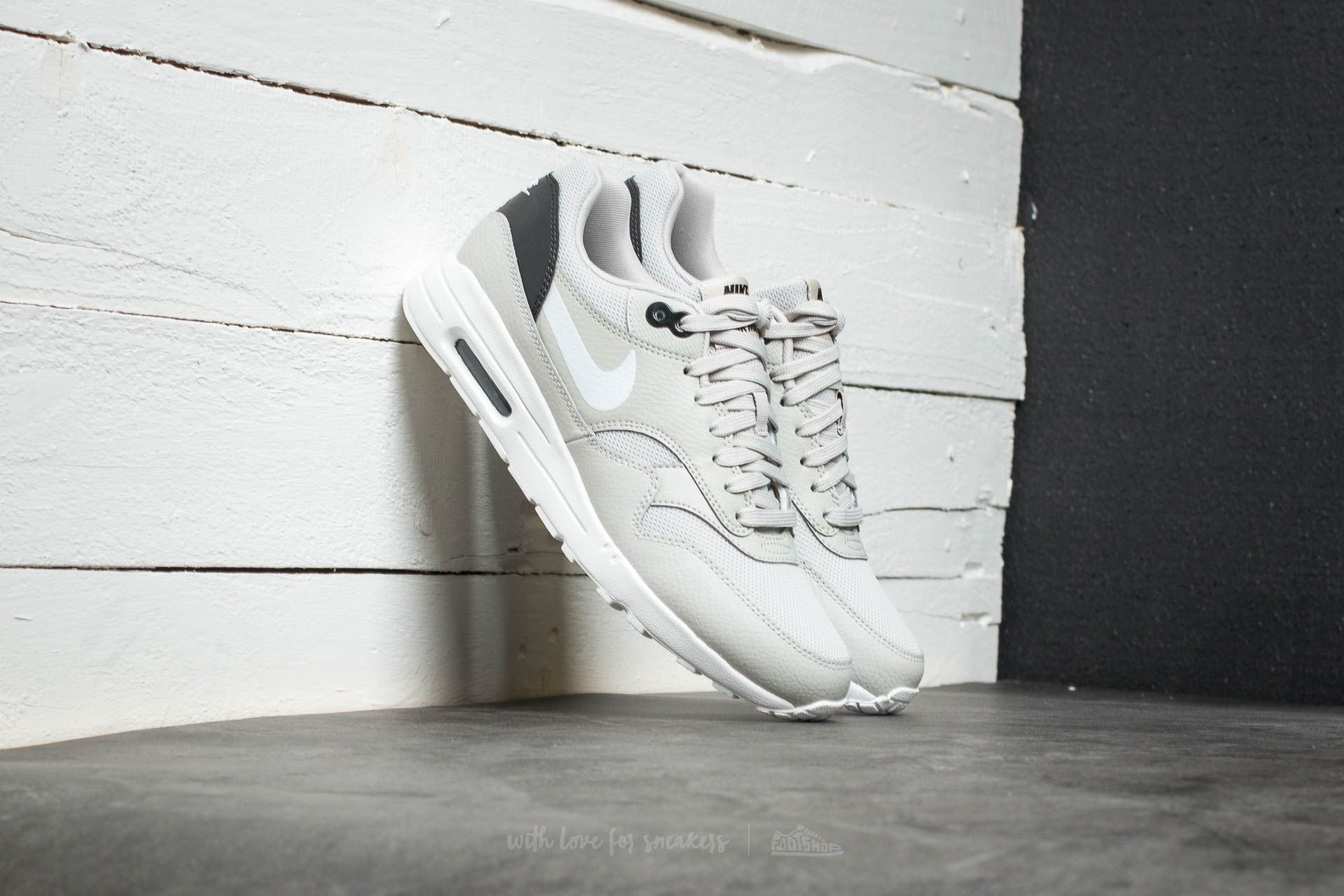 Nike W Air Max 1 Ultra 2.0 Pale Grey/ Summit White-Black Footshop – FR
