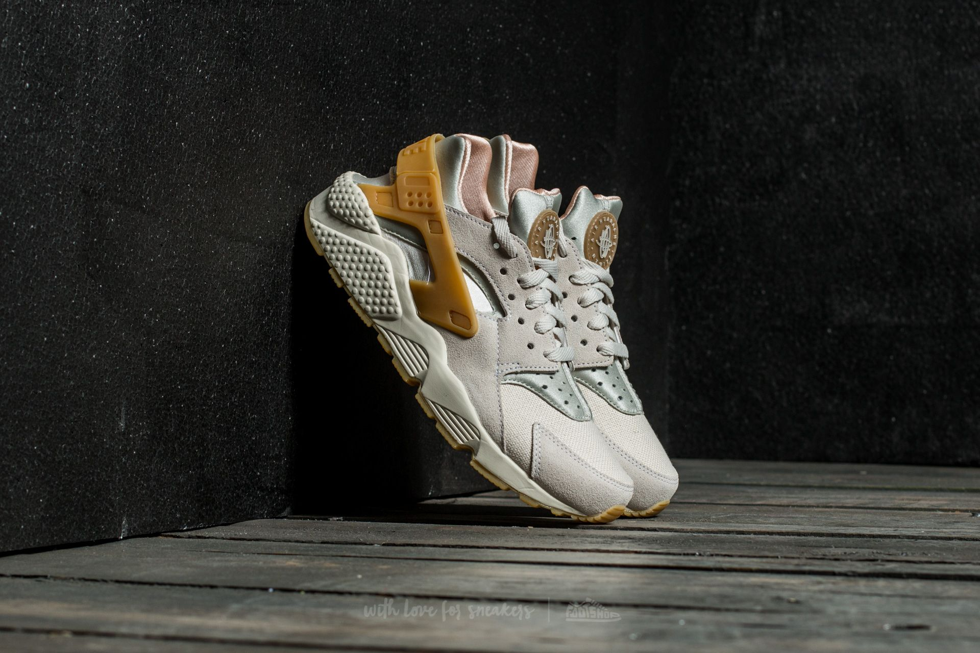 Nike Air Huarache Run SE Phantom/ Gum Yellow-Light Bone Footshop – FR