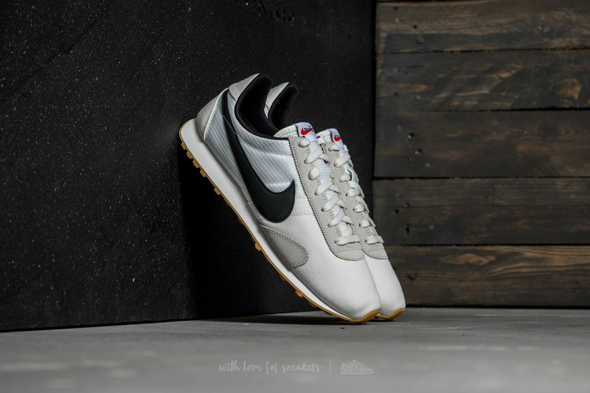 Nike W Pre Montreal Racer Vintage Sail/ Black-Sail-Team Orange Footshop – FR