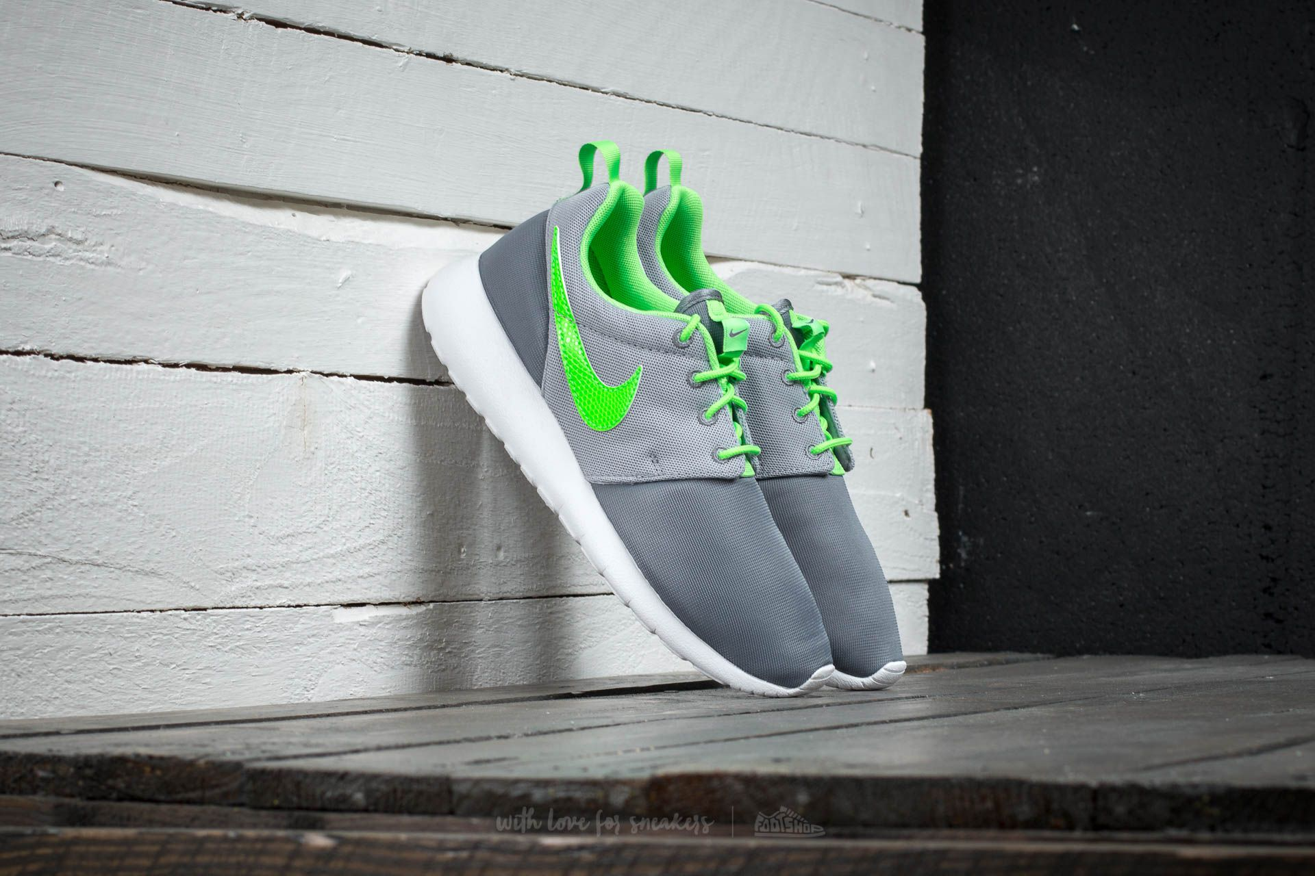 Nike Roshe One (GS) Classic Grey/ Green-Wolf Grey
