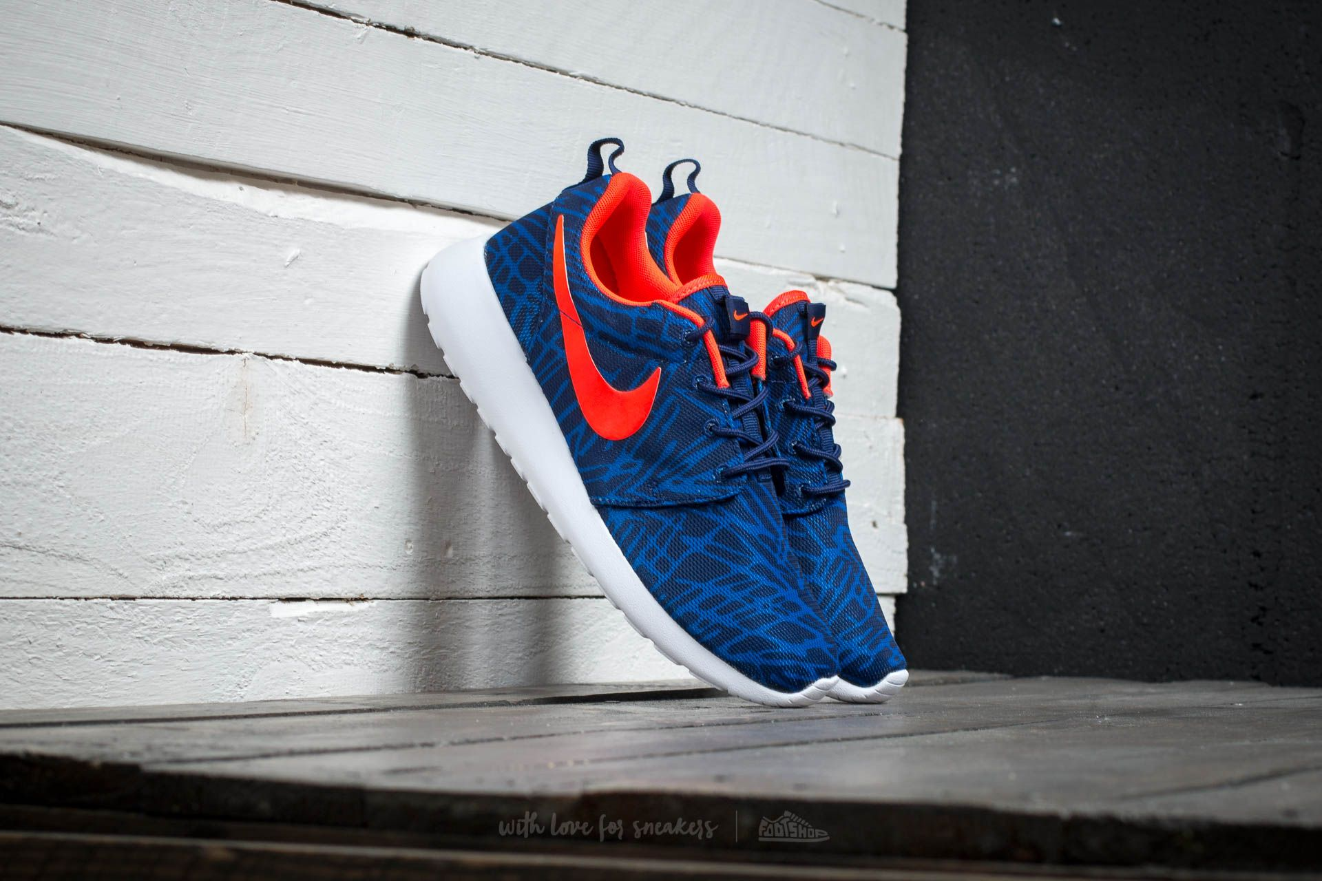 Nike Wmns Roshe One Print Loyal Blue/Bright Crimson-Gm Royal-White Footshop – FR