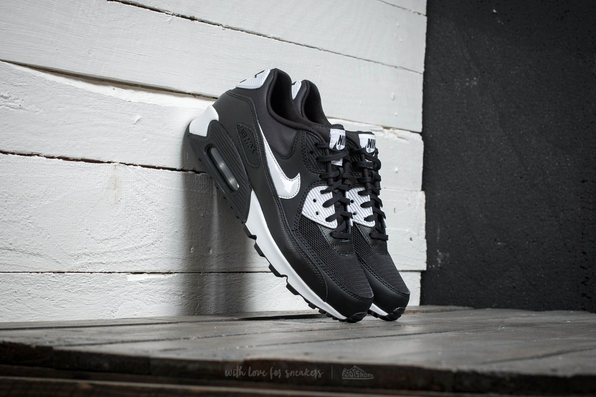 Nike WMNS Air Max 90 Essential Black/ White-Metallic Silver
